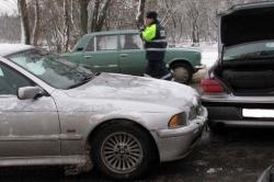 Более двух десятков машин столкнулись на мосту в Могилеве