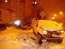 В центре Минска столкнулись Peugeot и внедорожник Nissan: погибла женщина (фото)