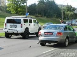 В Серебрянке Huyndai подбил Hummer и Audi на дипломатических номерах (фото)